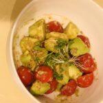 【簡単レシピ】アボカドとトマトのサラダ